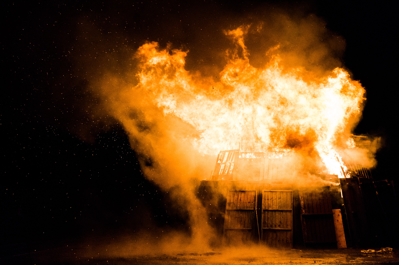 bridgeburning-stephen-radford-43730-unsplash